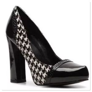 Tahari Avenue Houndstooth block heel pumps heels